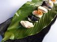 자연산 버섯으로 모듬 초밥 만들었습니다.